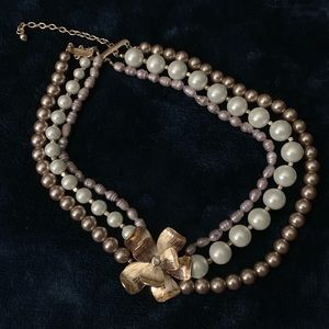 White house Black Market Pearl accent necklace